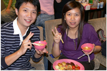 Vincentians in Taiwan got together to celebrate their nations independence (Oct 27th) with a cultural package and sampling of Vincentian cuisine. The guests included former Taiwan ambassador to St Vincent and the Grenadines, Elizabeth Chu. Here, my friends Amber and Jay had a go at Vincy food.